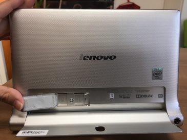 LenovoタブレットPC 裏面